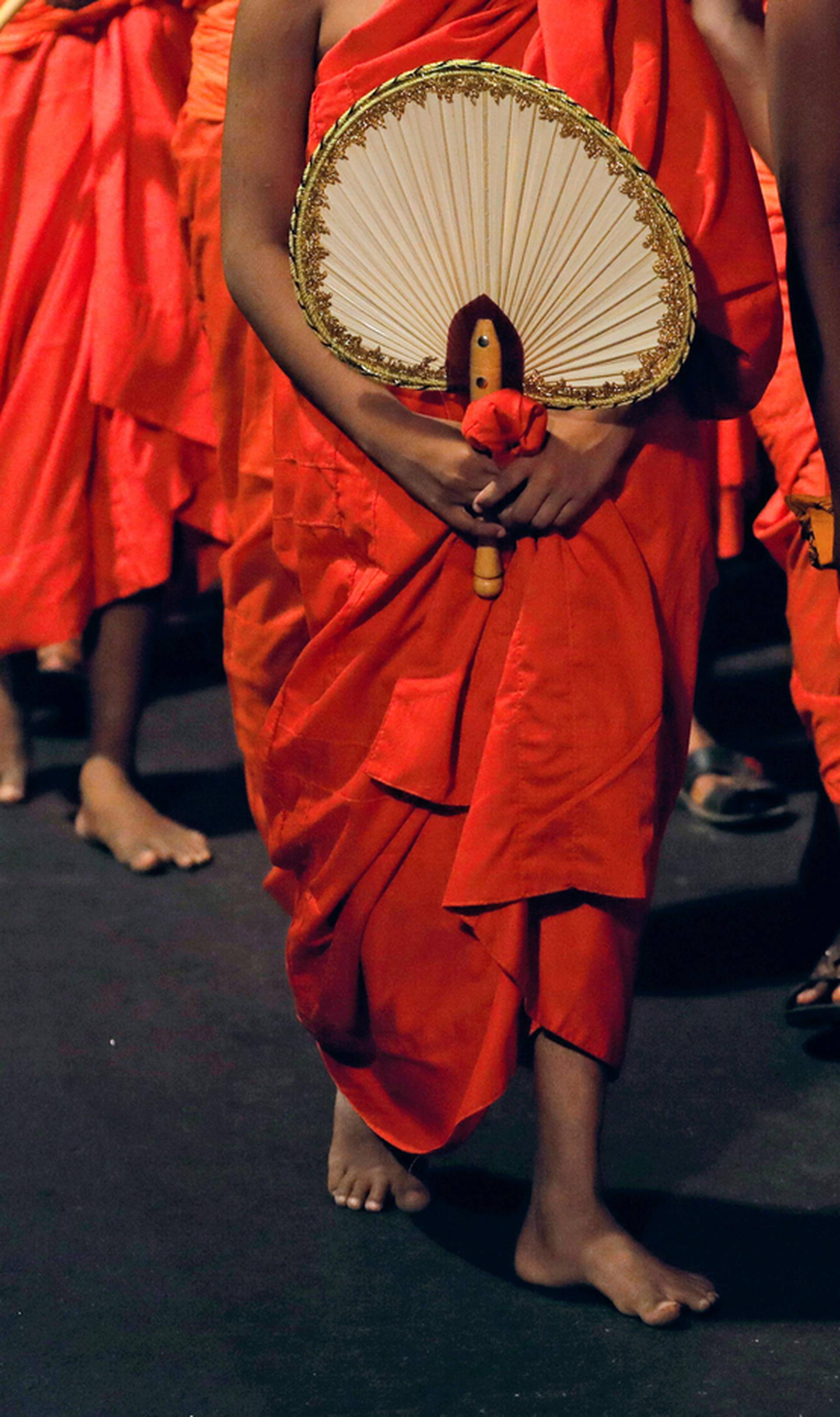 Budistički redovnici recikliraju bočice i potom naprave halje
