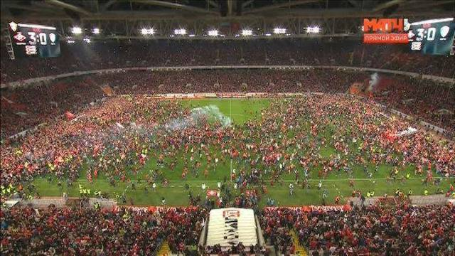 Ludilo u Moskvi: Spartak uzeo naslov, tisuće utrčale na teren