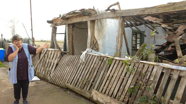 'Susjedova kuća pala mi je u dvorište':  Crjepovi i žbuka su zatrpali kućni prag Ruži (66)