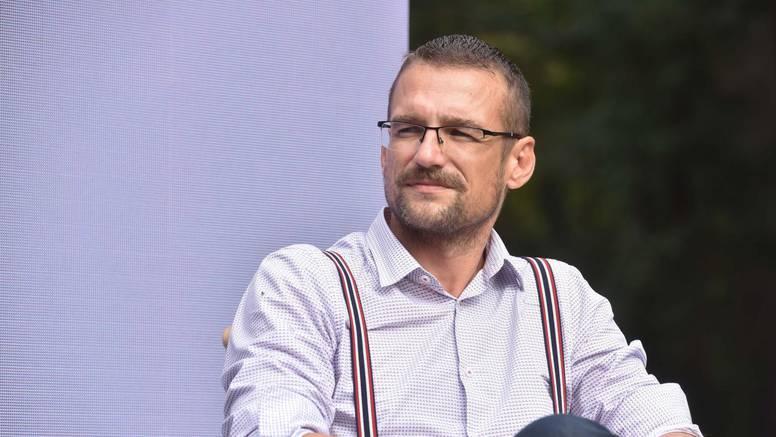 Dr. Beck sa Srebrenjaka uzme svoj ultrazvuk na godišnji, pa radi besplatne preglede