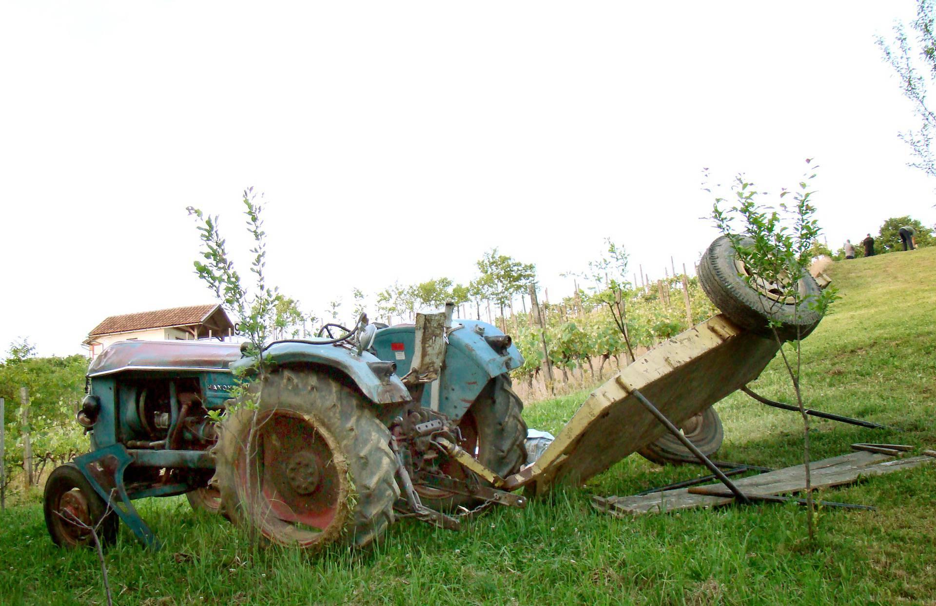 Pao pod kotač traktora nakon što mu je pozlilo dok je kosio