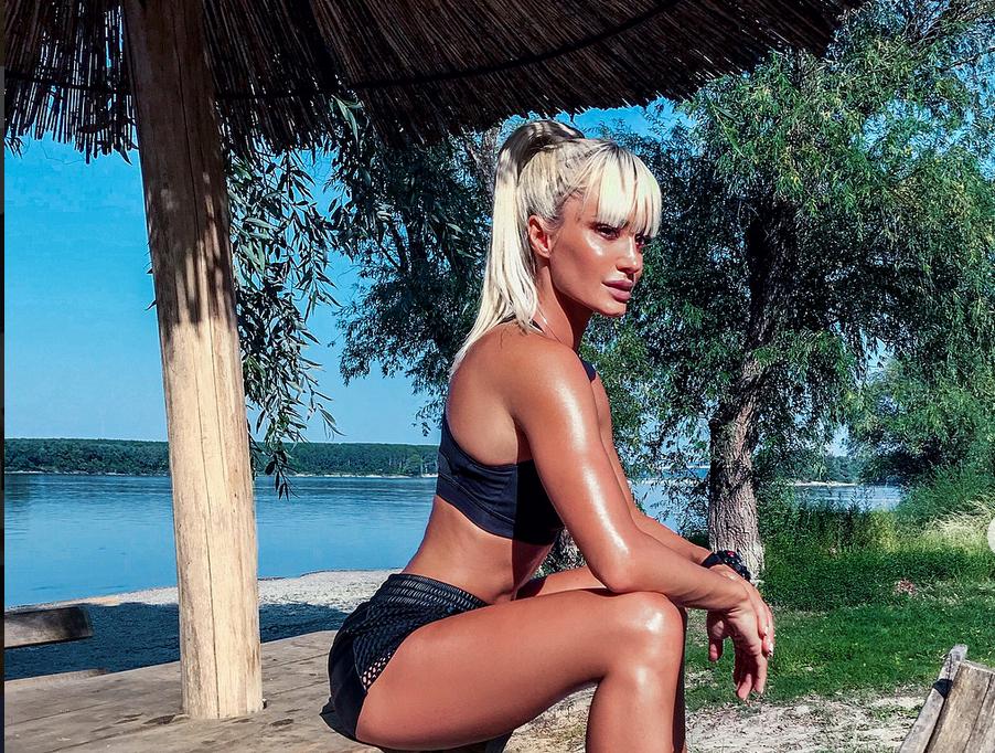 Put do fit forme: Seksipilna Diana Morić vježba s metlom