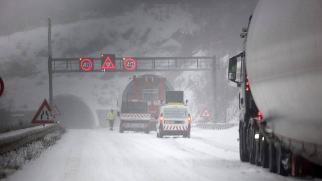 Zbog snijega otežan promet na A1