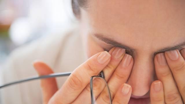 Oprez! Trljanjem očiju možete prenijeti bakterije i viruse u oči
