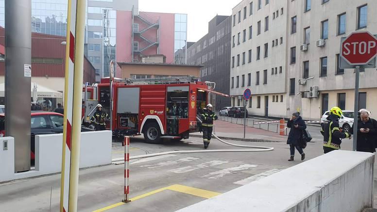 Gorjelo je vozilo u podzemnoj garaži: Vatrogasci ugasili požar