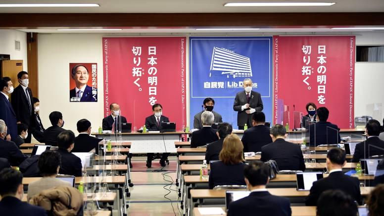 Japanska vladajuća stranka želi više žena na sastancima, ali ako ne govore, već samo promatraju