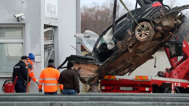 Kod naplatnih kućica Mraclin vozač izgubio nadzor nad vozilom i udario u objekt HAC-a, izvlačenje auta