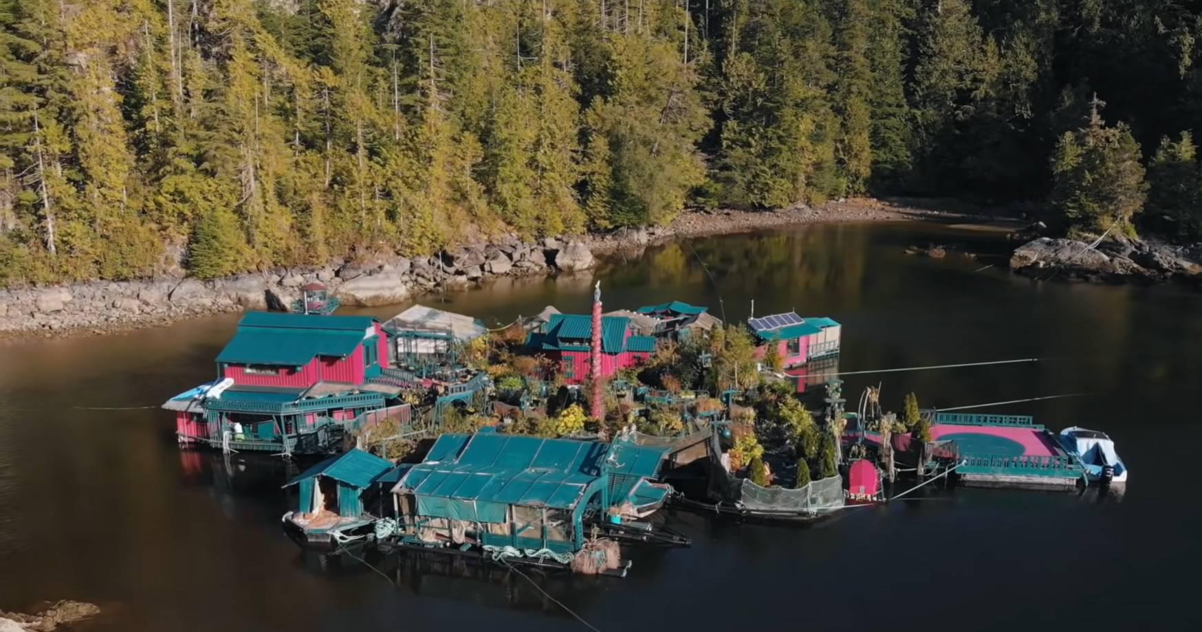 Par već 29 godina živi na eko-otoku kojeg su sami sagradili