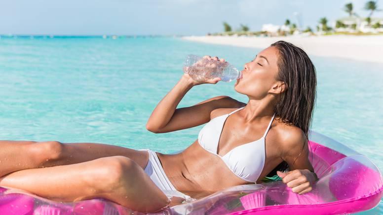 Pripazite da ne dehidrirate po vrućini, pijte i kad niste žedni