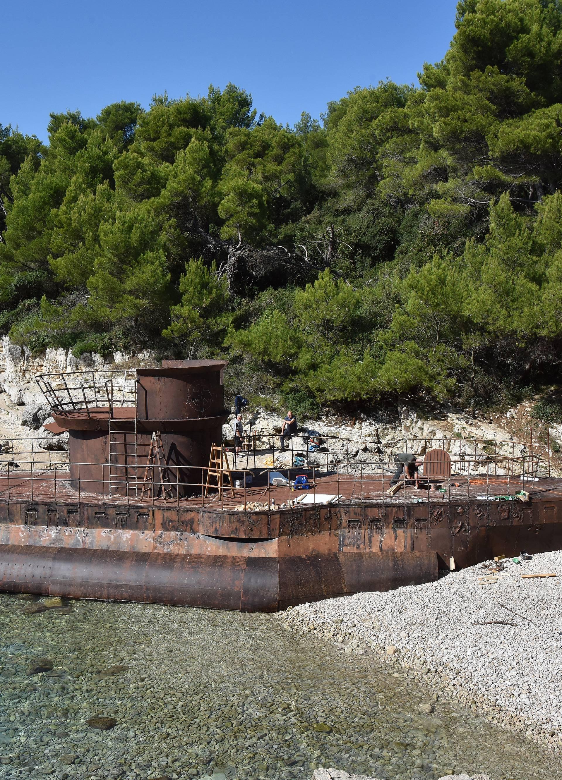 Ratna zona u Puli: Na plažu se 'nasukao' 30-metarski U-boot