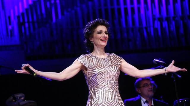 'Ni jedna pjevačica nema toliko haljina kao Doris Dragović...'