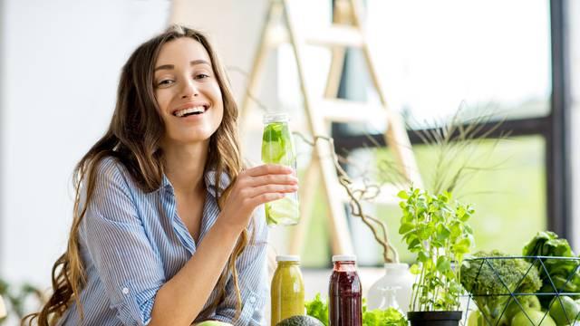 10 domaćih napitaka koji čiste tijelo od toksina, tope salo...