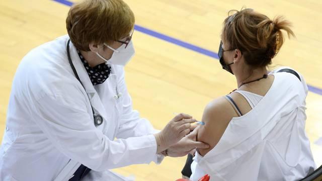 Šibenik: Nastavljeno cijepljenje protiv covida-19 na Baldekinu