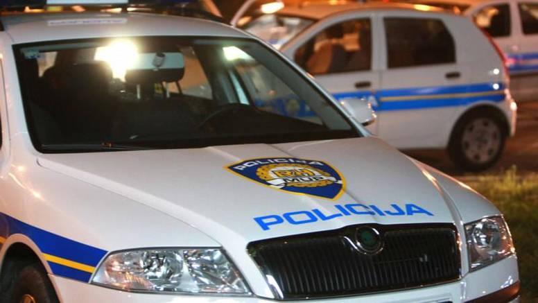 Pijani mladić (22) razbio majčin pa policijski auto