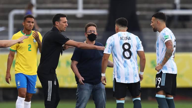 Cirkus u Brazilu: Priveli igrače Argentine na početku utakmice!