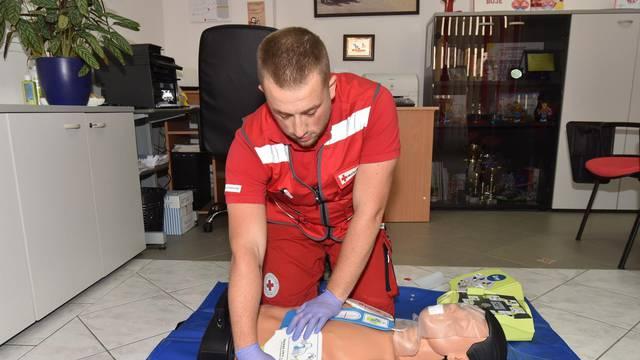 Pula: Postavljanje automatskog defibrilatora