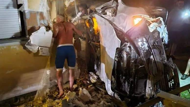 Mrtav pijan zabio se autom u kuću: 'Čuo se strašan udarac'