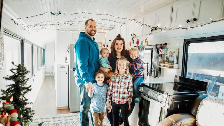 Imaju osmero djece, a preselili se u autobus: Uživamo u životu