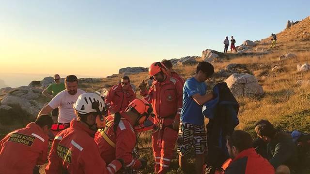 Paraglider u padu na Biokovu slomio nogu: Spasio ga HGSS
