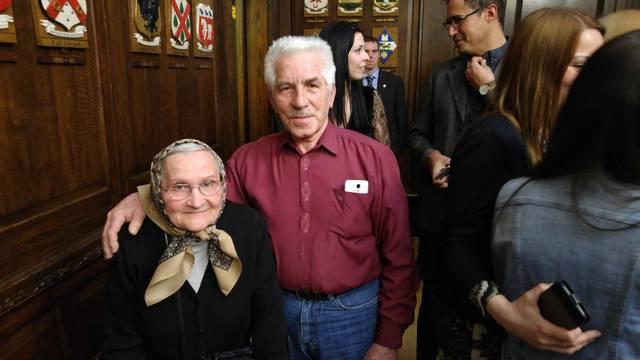Imaju 80 godina i iz Slavonije su otišli u Irsku: 'Sve za djecu'