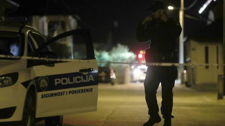 Ubojstvo kod Sesveta: Tupim predmetom usmrtio majku pa  bježao policiji, morali ga vezati