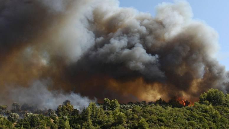 U Grčkoj evakuirana sela zbog velikog požara na Peloponezu