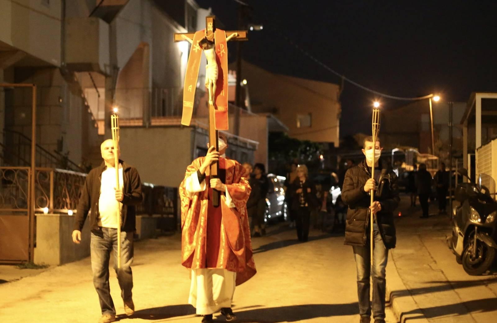 Split: don Ante Žerić blagoslovio vjernike