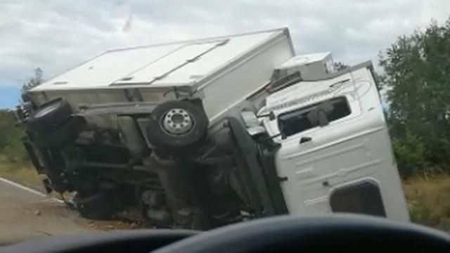 Teretno vozilo se prevrnulo, a vozaču pružili liječničku pomoć