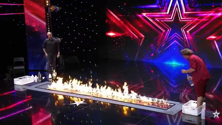 Mađioničar je  u 'Supertalentu' zapalio pozornicu i hodao po vatri, Bilman: 'Fascinantno!'