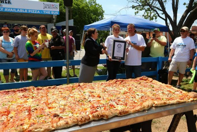 Ima dva metra četvorna i stoji 1900 kn: Ispekli najveću pizzu