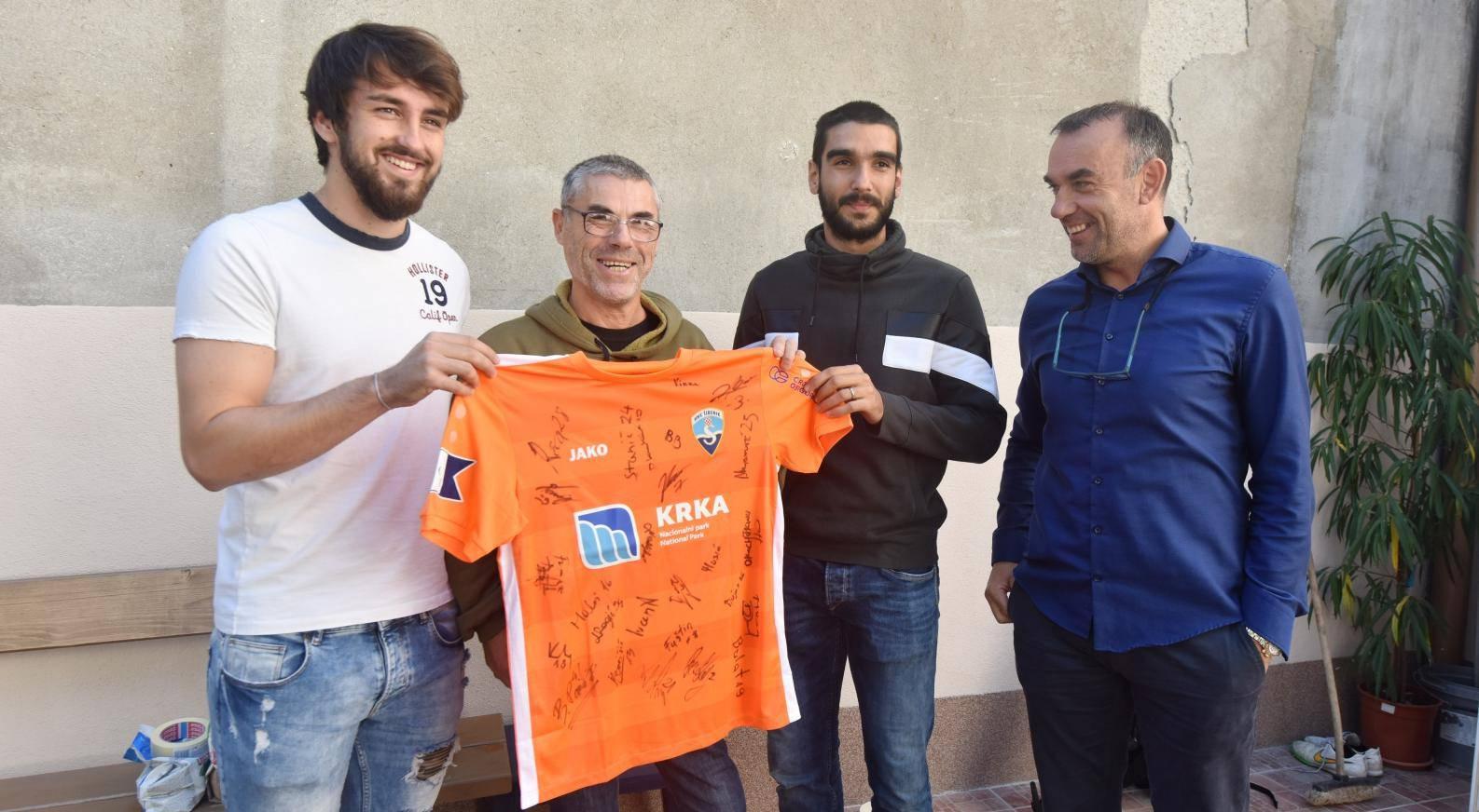 Šibenik: Nogometaši Šibenika obišli Dom za beskućnike i korisnicima doma podijelili darove
