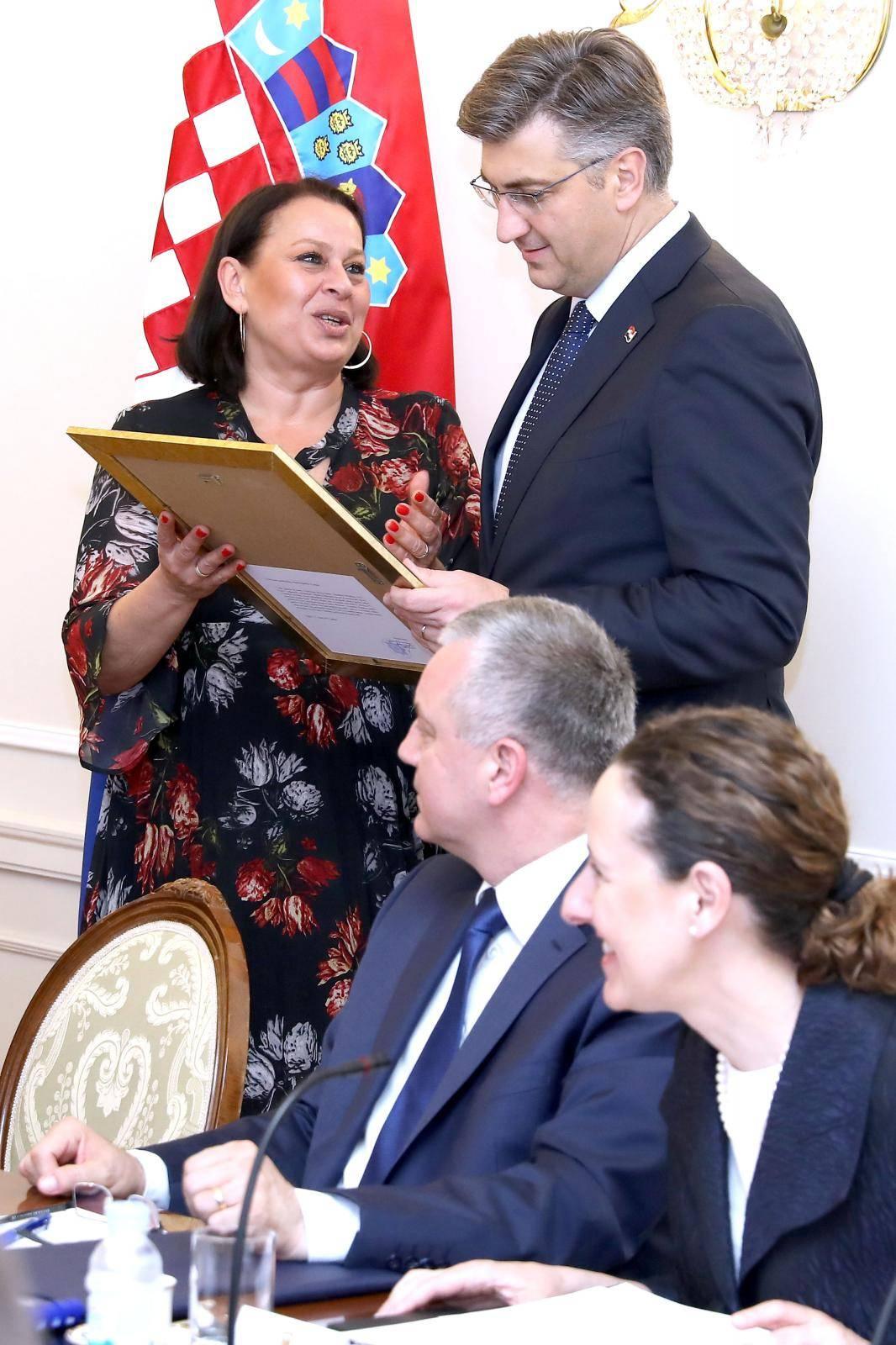 Zagreb: Premijer Plenković Primio Veljka Kajtazija i predstavnike Roma