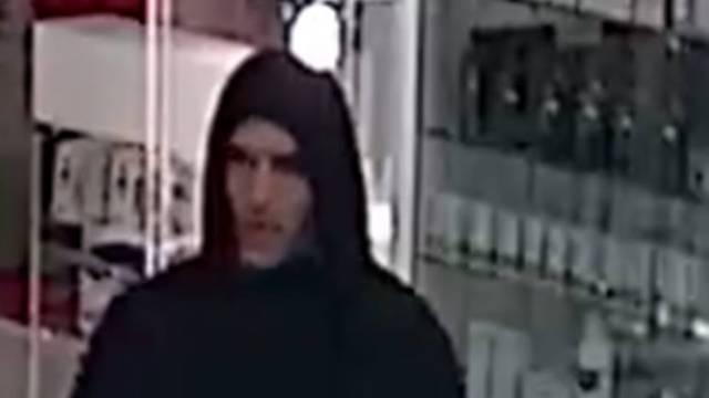 Poznajete li ovog muškarca? Policija ga traži zbog pljačke