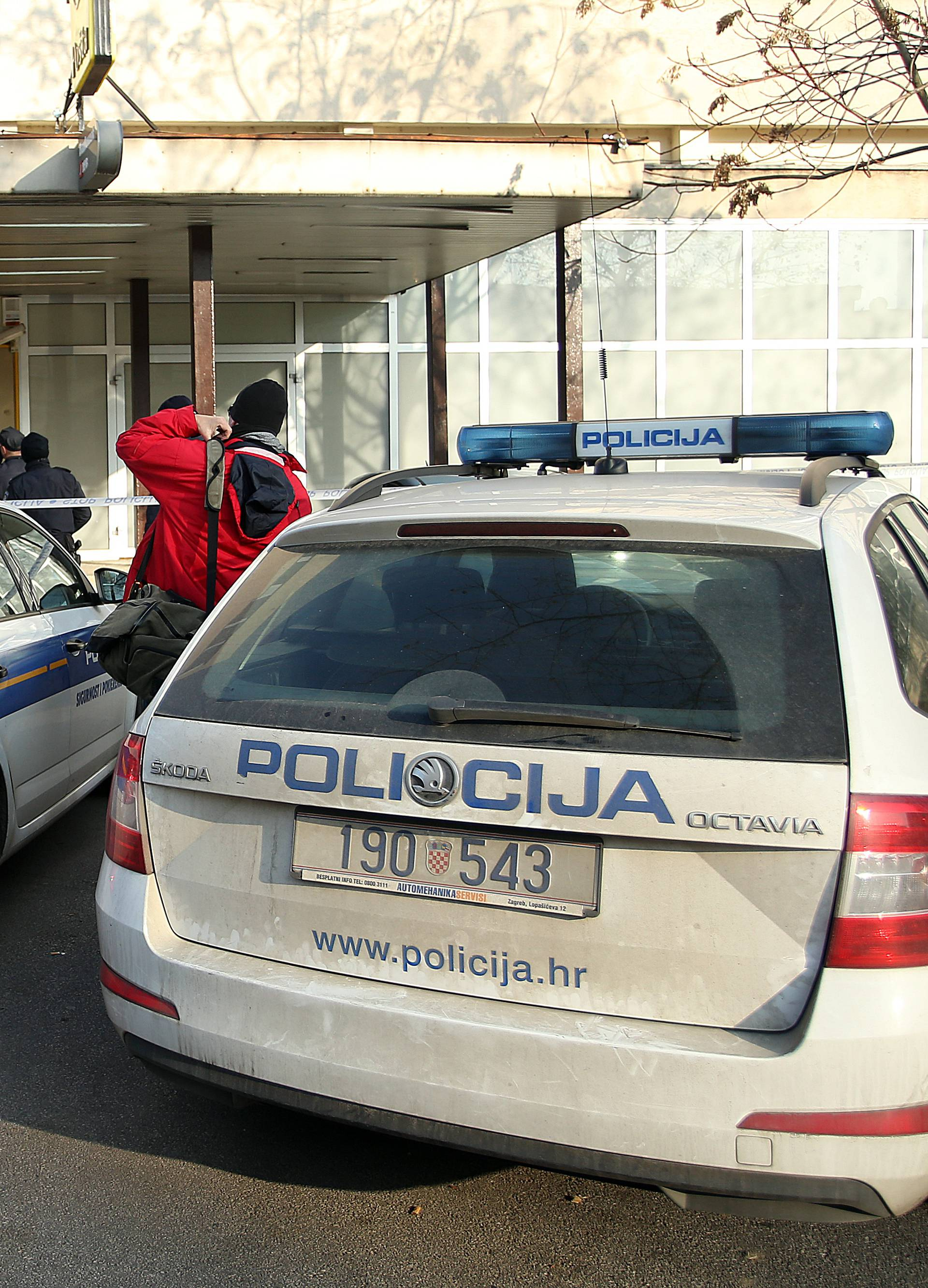 Duge cijevi u Zagrebu: Traže naoružanog pljačkaša pošte...