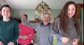 Pogledajte urnebesni video: Svi ukućani tatu uče 'Tik Tok' ples