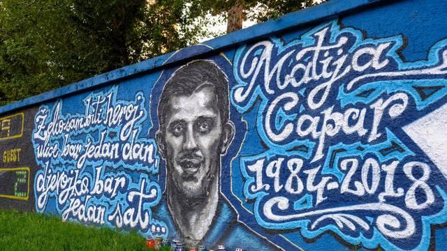 Zagreb: Mural nogometaša Matije Capara na igralištu O.Š. Kralja Tomislava