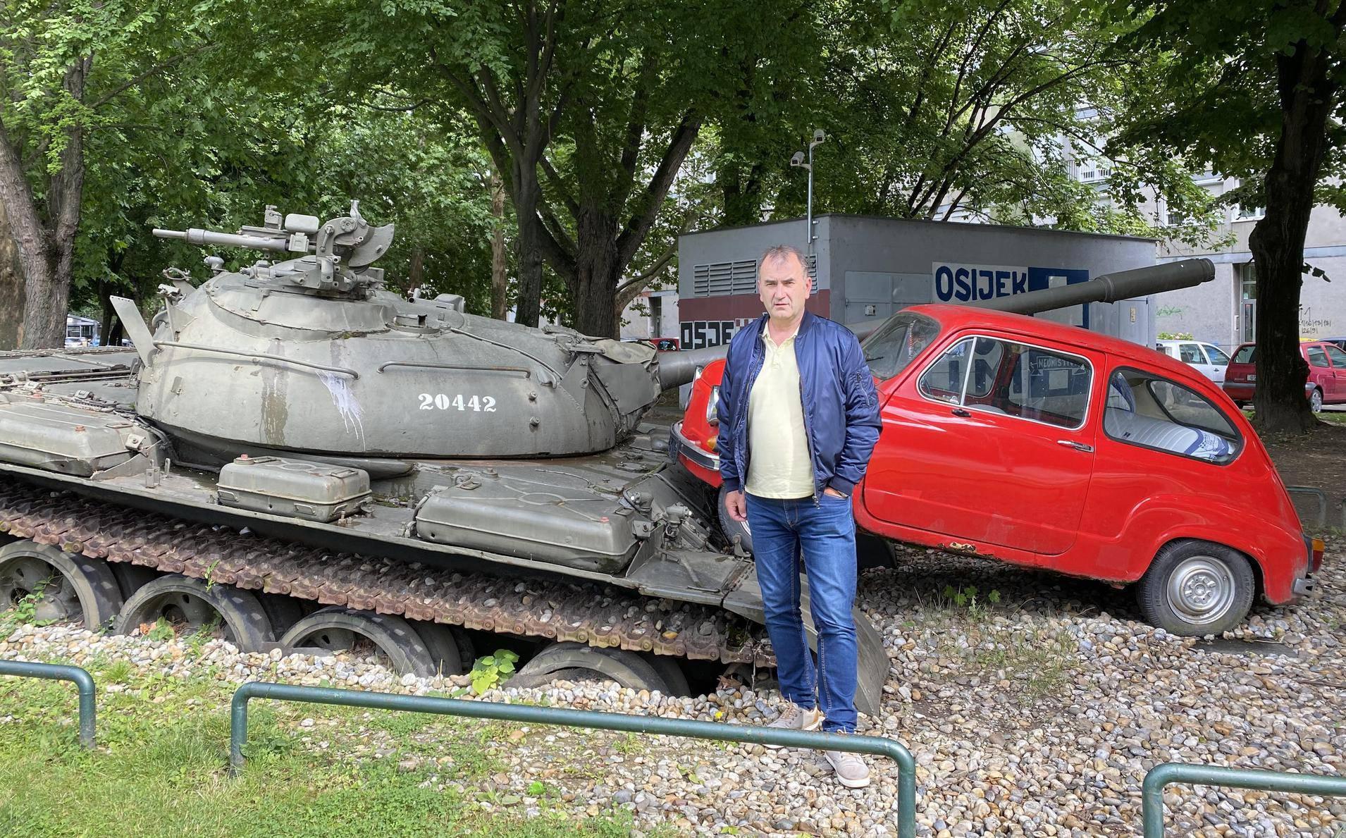'Pomislio sam da će kolona tad stati, ali ne, tenk je pregazio Fiću i potpuno ga je zdrobio...'