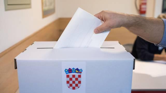 U 7 sati otvorena su biračka mjesta za izbor predsjednika Republike Hrvatske