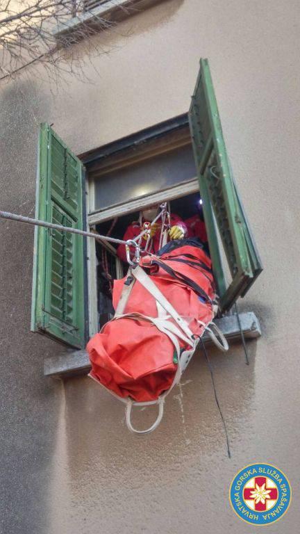 HGSS-ovci mrtvog muškarca izvukli iz kuće kroz prozor