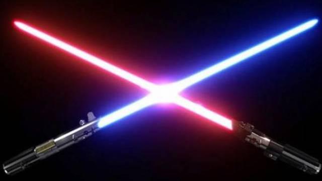 Od napada noževima obranio se igračkom - svjetlosnim mačem