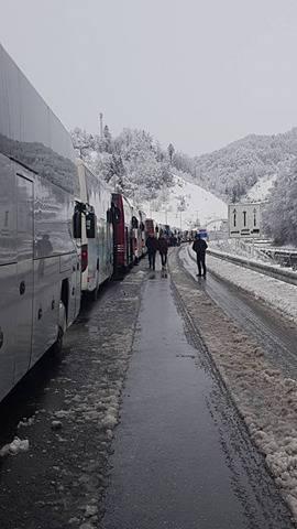 Kaos na Maclju: Satima u busu čekali da prijeđu preko granice
