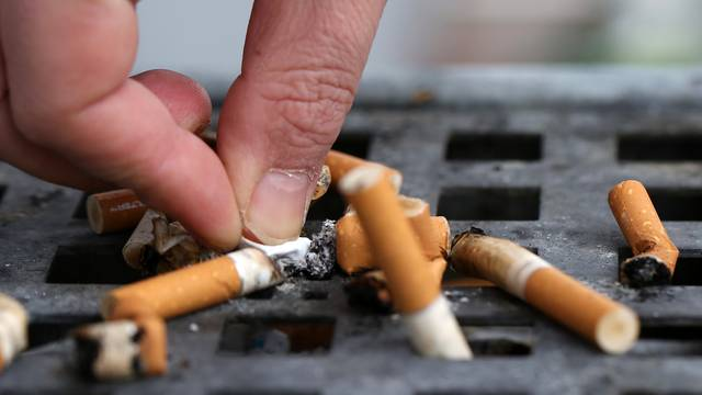 Cigareta je štetna i nakon što je ugasite: Ispraznite pepeljaru
