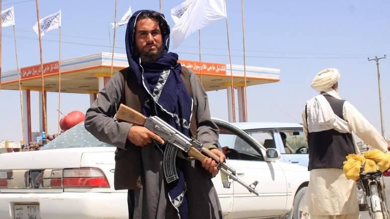 Talibani na samo 20 minuta od Kabula: Vojska SAD-a evakuira veleposlanstvo, spaljuju papire