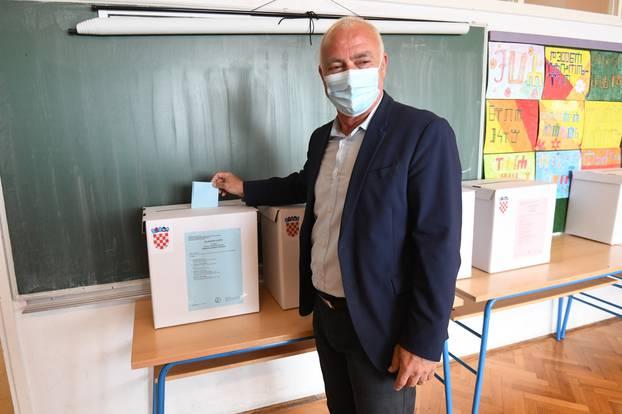 Šibenik: Kandidat za župana Goran Pauk glasovao na lokalnim izborima