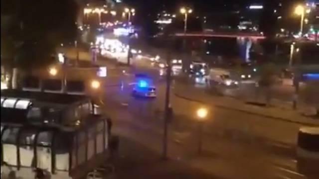 Pogledajte trenutak pucnjave ispred sinagoge u centru Beča!