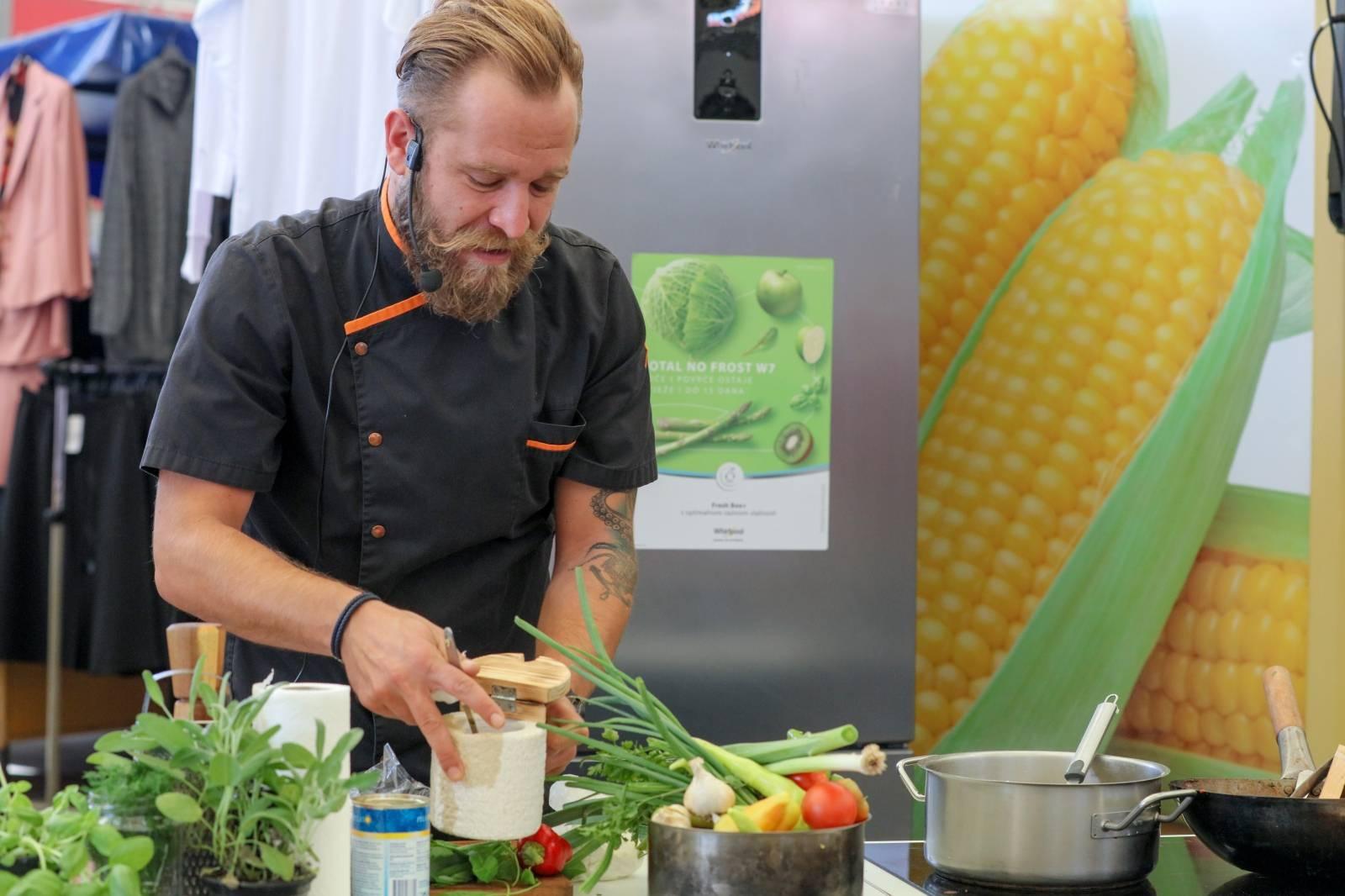 Osijek: Ivan Pažanin prezentirao pripremu jela od ostatka ručkova