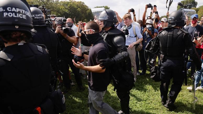 Oko 200 ljudi došlo na Kapitol: Dali podršku prosvjednicima, sudi im se za nerede u siječnju