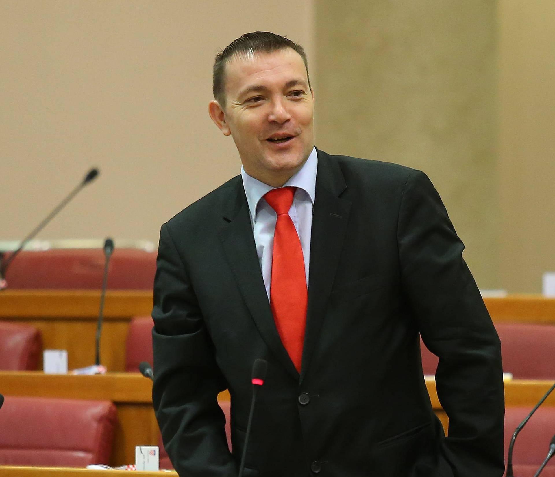 SDP: Premijer ima povrijeđen ego, a učitelji pate zbog toga