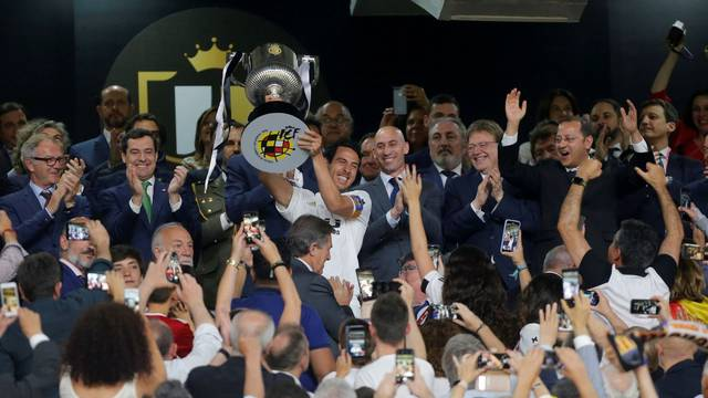 Valencia šokirala Barcelonu: 'Šišmiši' su osvojili Kup kralja!