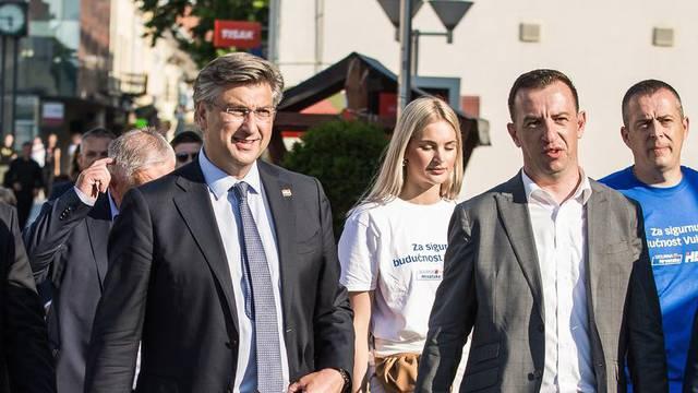 Andrej Plenković i suradnici posjetili  Vukovar i Vinkovce uoči parlamentarnih izbora
